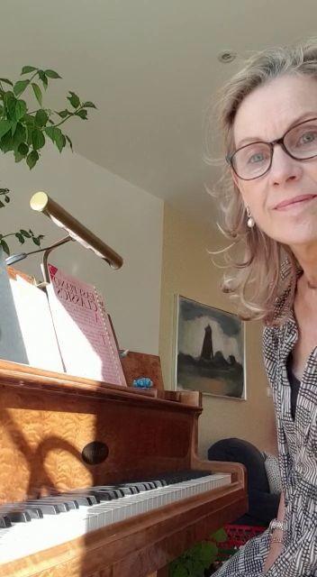 "Liselotte Roug Odhnoff spelar ""En segeltur"" av Åse Söderqvist Spering"