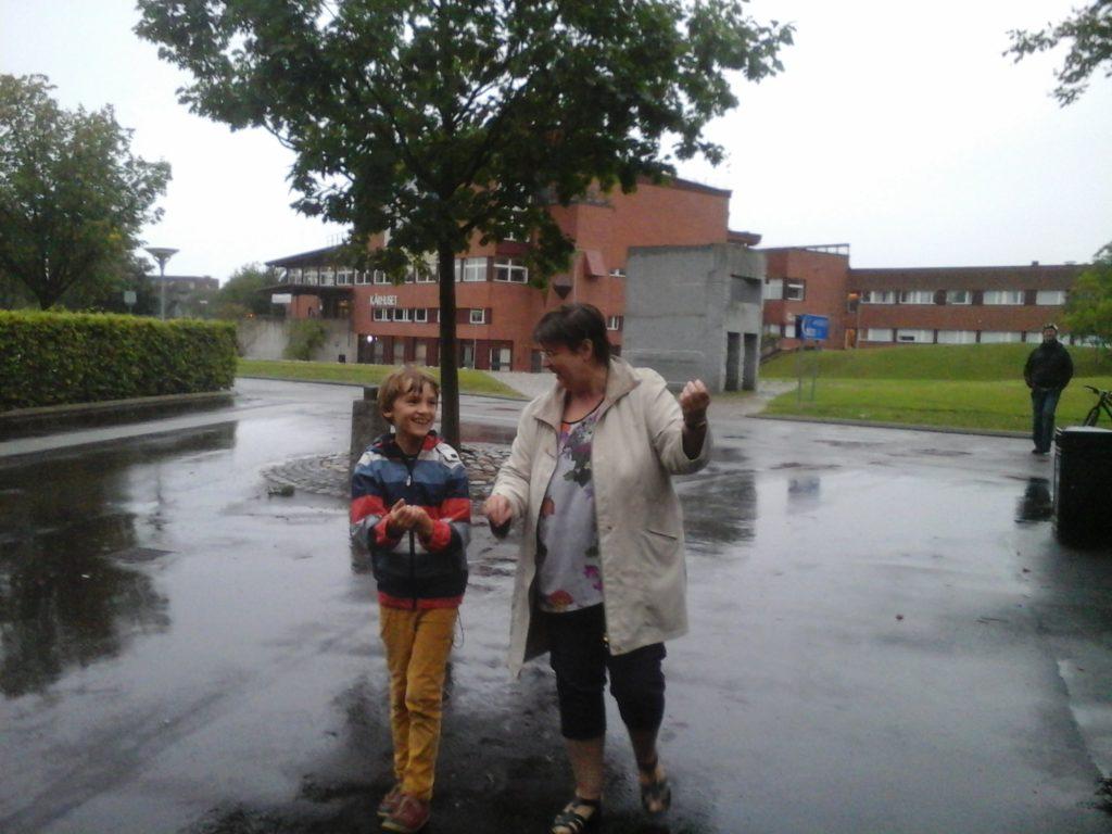 Per Schlandt spelar luftfiol och sjunger, september 2016 (foto)