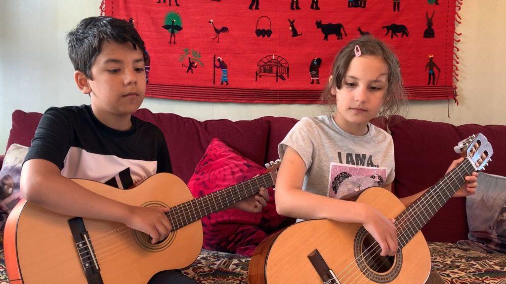 Sophia & Emil Larsson spelar An die Freude (duo)