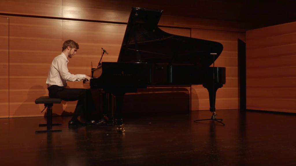 Max Nyberg spelar klassiskt piano – 2004, 2016 och 2020